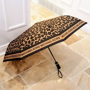 LAST ONE! NWT Michael Kors Umbrella
